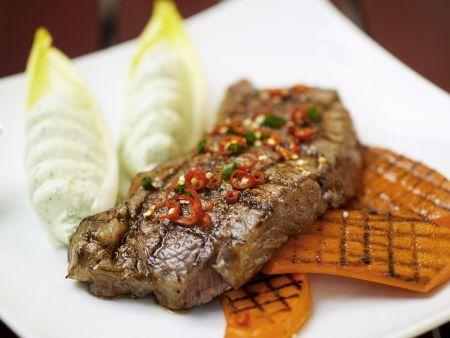 Steak und Kürbis vom Grill mit Avacadocreme