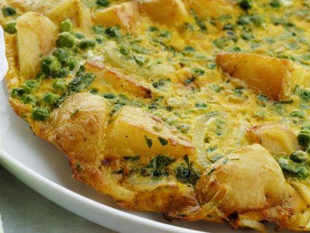 Italienisches Kartoffelomelett mit Erbsen