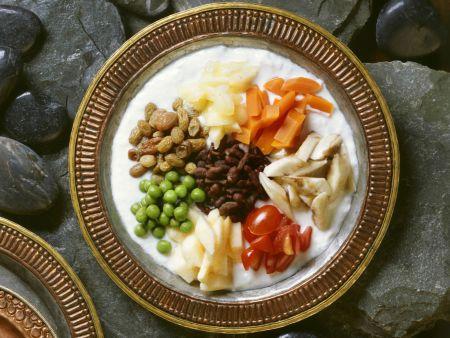 Joghurtsalat mit Gemüse und Ginseng auf tibetische Art