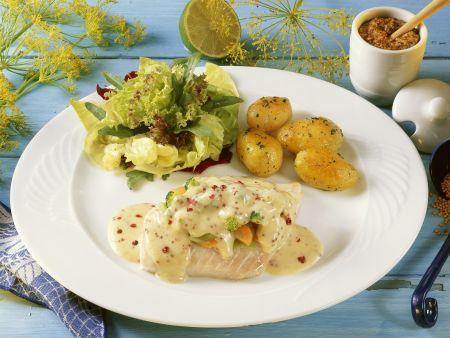 Kabeljau mit Pfeffer-Senf-Soße, Kartoffeln und Salat