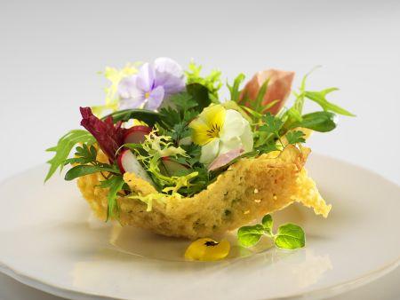 Käsekörbchen mit Salat