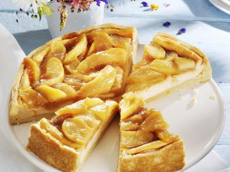 Käsekuchen mit Apfelhaube