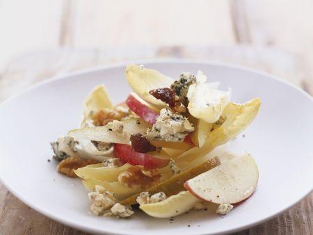 Käsesalat mit Chicorée, Walnuss und Apfel