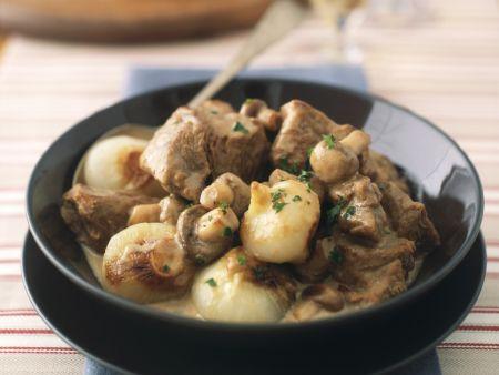 Kalbsgulasch mit Champignons und Zwiebeln