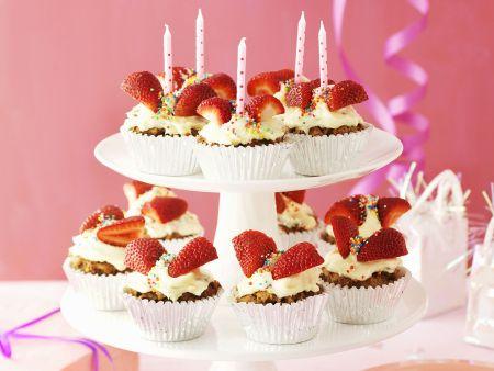 Karotten-Cupcakes mit Erdbeeren