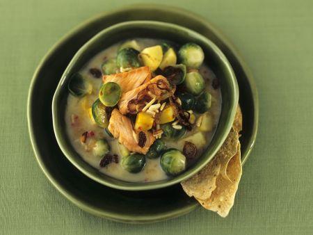 Kartoffel-Curry-Topf mit Sprossenkohl und Lachs