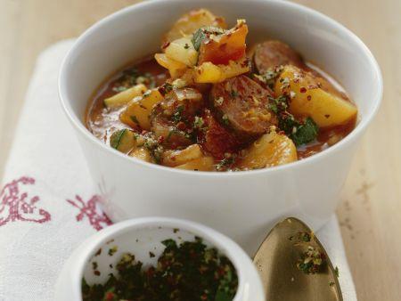Kartoffel-Würstchen-Eintopf mit Gremolata