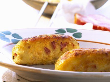 Kartoffelbratlinge mit Sauerkraut und Speck
