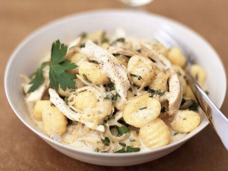 Kartoffelgnocchi mit Putenfleisch und Sahnesoße
