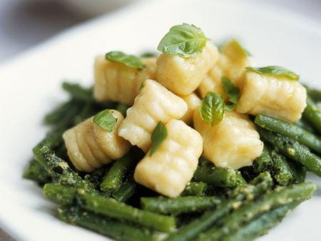Kartoffelgnocchi mit Pesto und grünen Bohnen