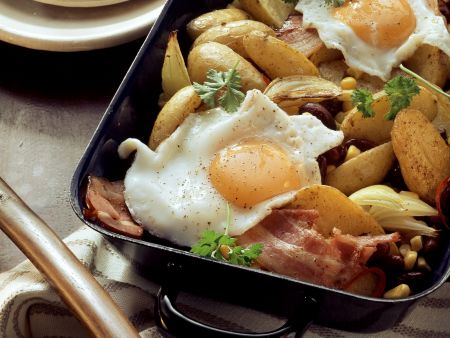 Kartoffelpfanne mit Bacon und Spiegelei