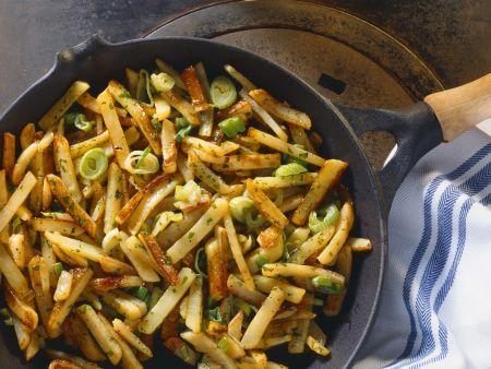 Kartoffelpfanne mit Lauchzwiebeln