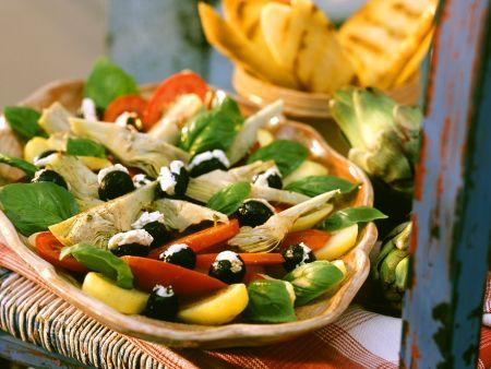Kartoffelsalat mit Artischocken und Tomaten