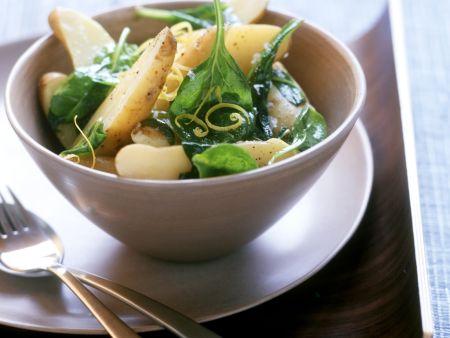 Kartoffelsalat mit frischem Spinat und Zitronenzesten