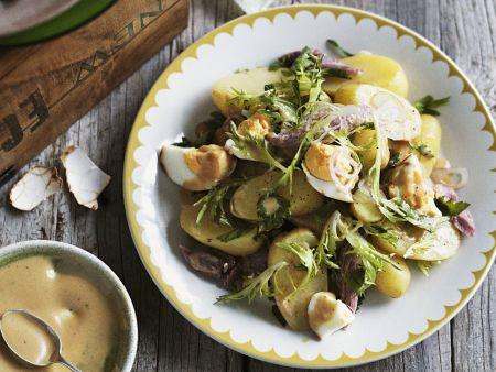 Kartoffelsalat mit Räucherschinken, Eiern und Senfvinaigrette