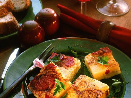 Kartoffeltortilla mit Zwiebeln und Wurst