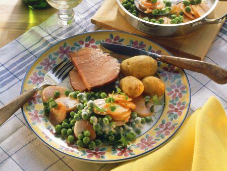 Kassler mit buntem Gemüse und Kartoffeln