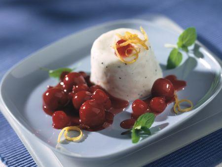 Kefircreme mit Kirsch-Johannisbeer-Kompott