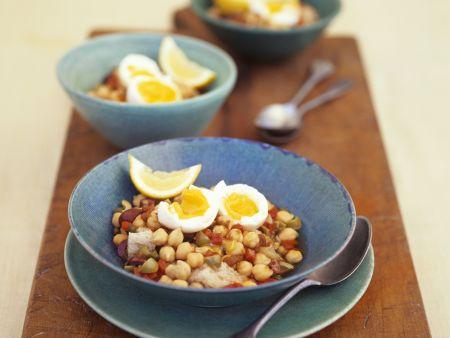 Kichererbsen-Gemüse-Topf mit harten Eiern