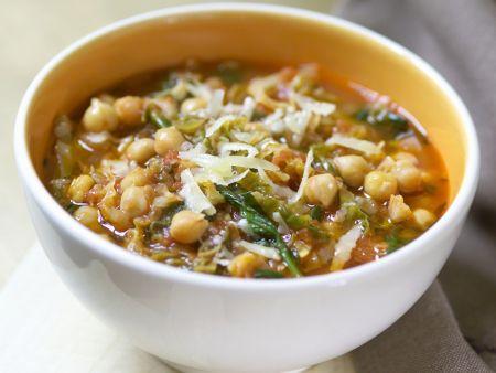 Kichererbsen-Wirsing-Suppe mit Tomaten