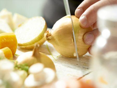 Klassische Gemüsebrühe: Zubereitungsschritt 3