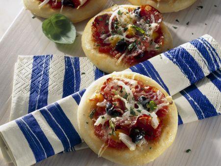 Kleine Salami-Pizzen