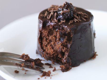 Kleine Schokoladentorte mit Trockenpflaume