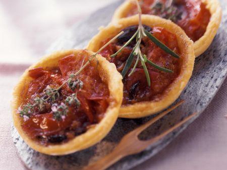 Kleine Tomatenkuchen mit Sardellen
