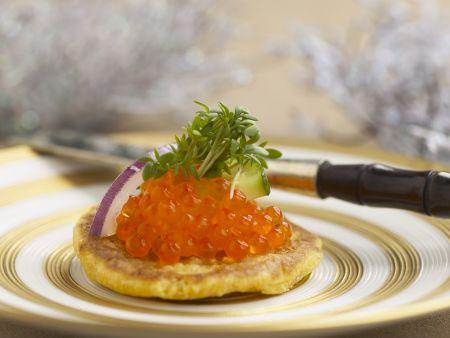 Kleiner Buchweizenpfannkuchen mit Lachskaviar