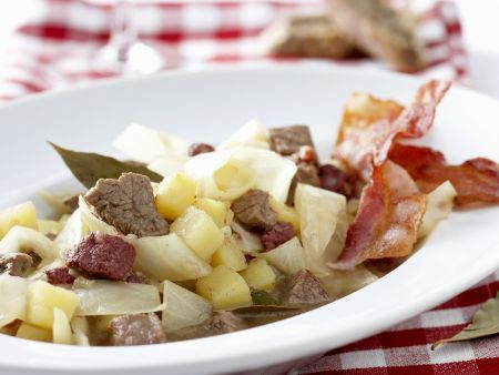 Kohleintropf aus dem Ruhrgebiet mit Kartoffeln, Rindfleisch und Blutwurst (Schlodderkappers)