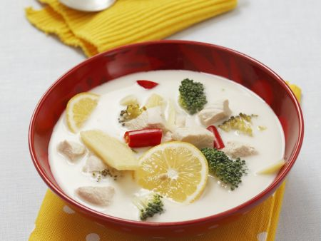 Kokos-Hähnchen-Suppe mit Zitrone