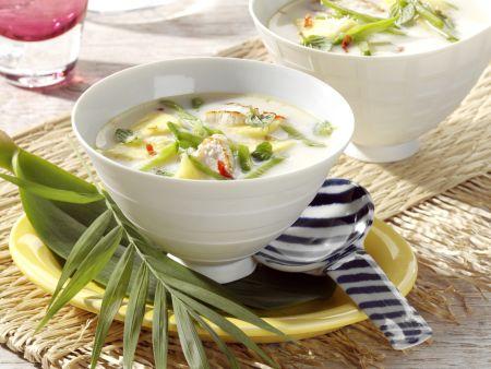Kokosmilch-Hähnchensuppe mit Ananas