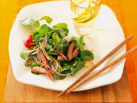 Kräutersalat mit Steakstreifen