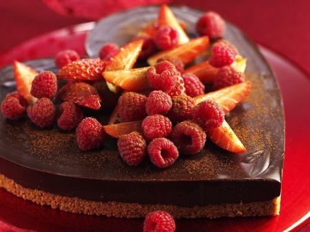 Kuchen-Herz mit Beeren