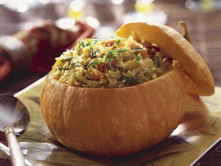 Kürbis gefüllt mit Reis und Gemüse