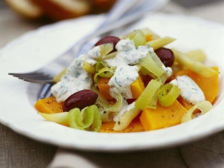 Kürbis-Lauch-Salat mit Joghurtdressing