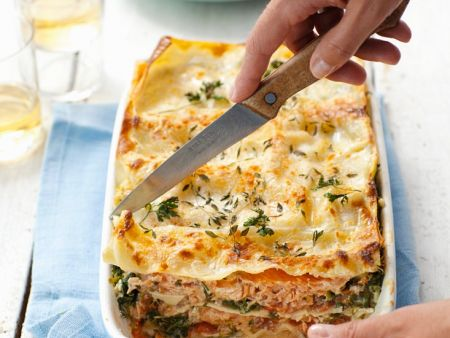 lachs lasagne mit spinat rezept eat smarter. Black Bedroom Furniture Sets. Home Design Ideas