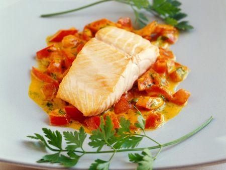 Lachs mit Paprika-Tomatensauce