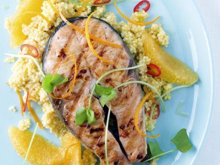 Lachskotelett in Marinade mit Goldhirse und Orange