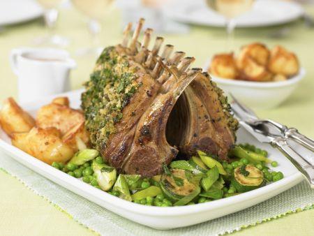 Lammkarree im Kräutermantel mit Gemüse