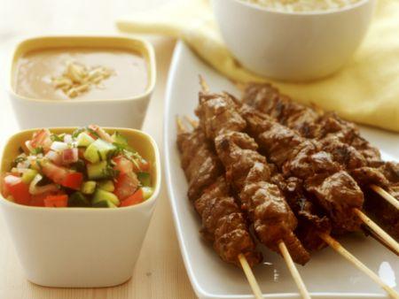 Lammspieße mit Erdnussdip und Gemüsesalsa