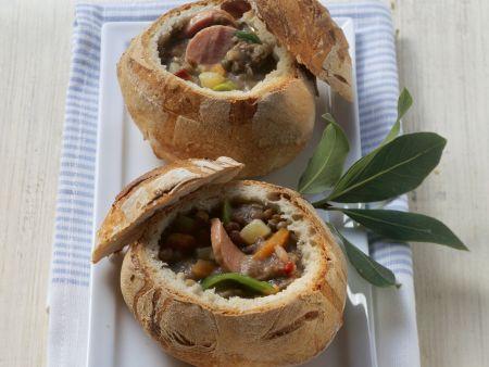 Linsen-Speck-Suppe mit Wurst im Mini-Brot