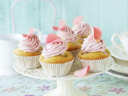 Litschi-Cupcake mit Rosencreme
