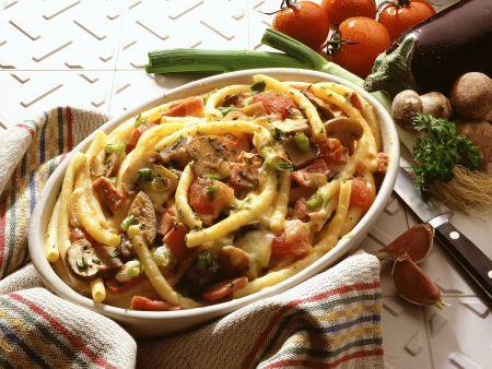 Makkaronigratin mit Tomaten, Auberginen und Pilzen