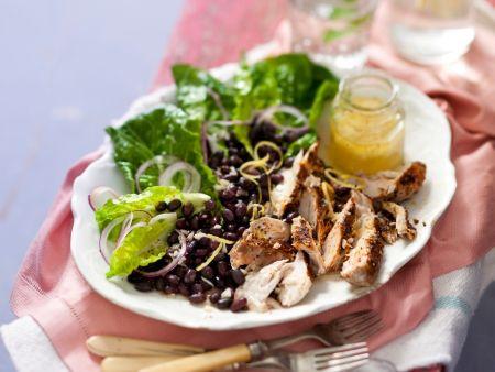 Makrele mit Salat aus schwarzen Bohnen