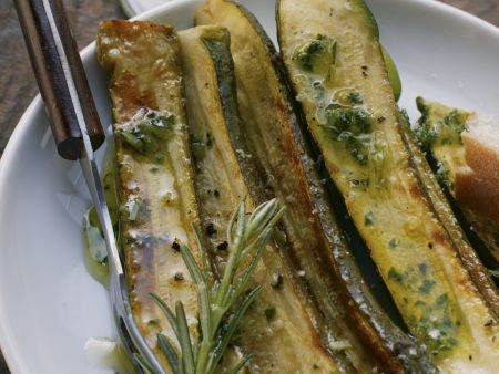 Marinierte Zucchini mit Rosmarin