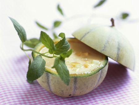 Melonenkaltschale in der Melone