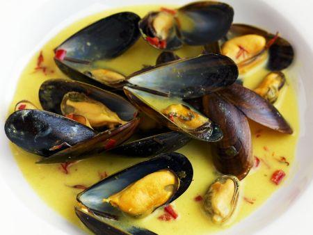 Miesmuscheln mit chili safran so e rezept eat smarter - Miesmuscheln kochen ...