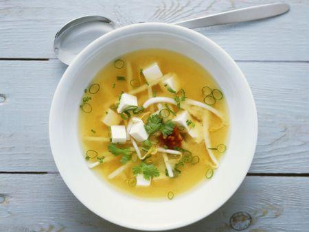 Miso-Suppe mit Tofu und Sprossen