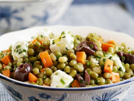 m hren erbsen salat mit schafsk se und oliven rezept eat smarter. Black Bedroom Furniture Sets. Home Design Ideas